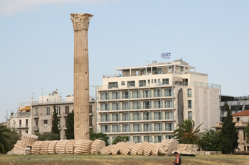 https://www.yalostours.gr/images/new/HOTELS/HOTELS%20ATHENES%20ATTIQUE_html_m2f9fb122.jpg